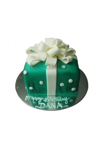 green gift cake